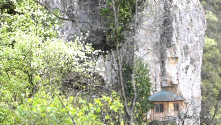 Скалните манастири на България са труднодостъпни, но божествени 59