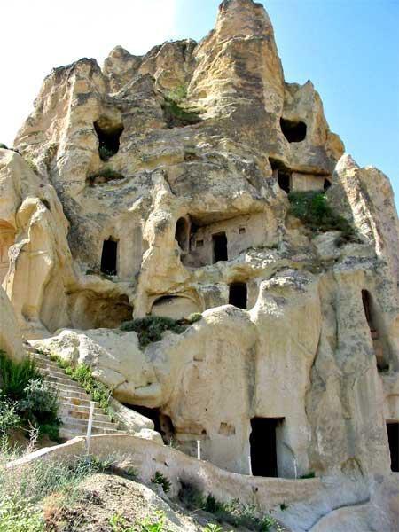 Скалните манастири на България са труднодостъпни, но божествени 56