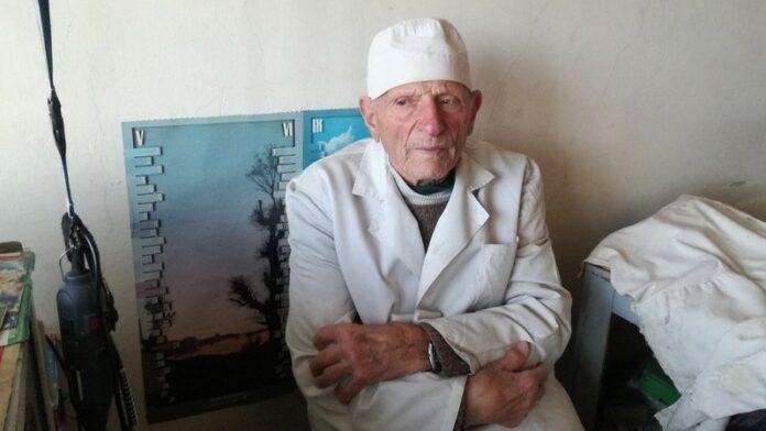 Зъболекар на 92 години от Дупница не връща нито един пациент 54