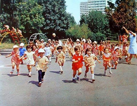 Посвещава се на децата на 60-те,70-те и 80-те години на 20 век... Такива бяхме, а ето какви станахме 54