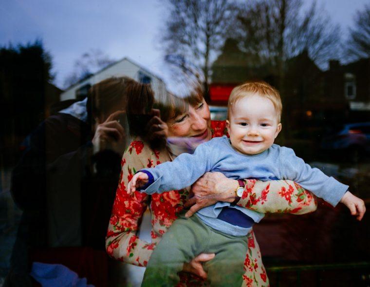 Съществува специална връзка между бабите по майчина линия и внуците им 54
