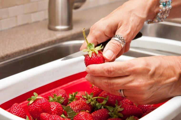 Малко ягоди и малко захар и хоп - любимо сладко от ягоди на децата 9