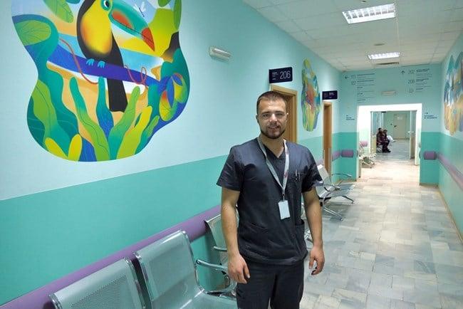 Наскоро дипломиран лекар обикаля селата и лекува безплатно хората 58