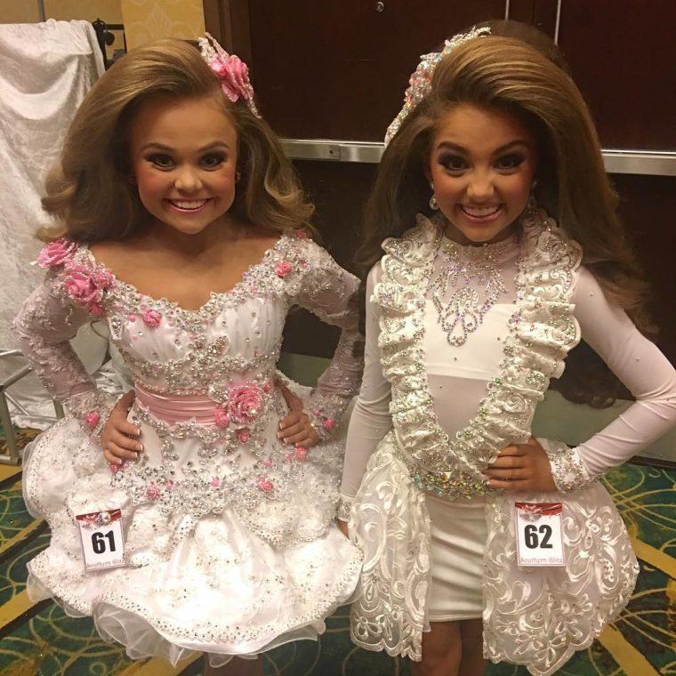 Така изглеждат победителките в детски конкурси за красота - а ето ги и без тоновете грим (СНИМКИ) 66