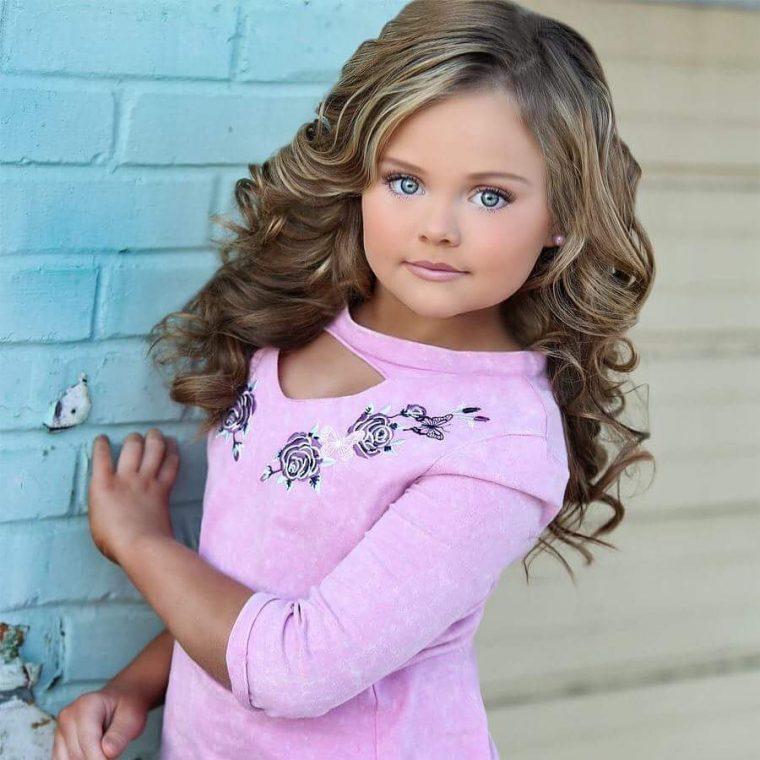Така изглеждат победителките в детски конкурси за красота - а ето ги и без тоновете грим (СНИМКИ) 58