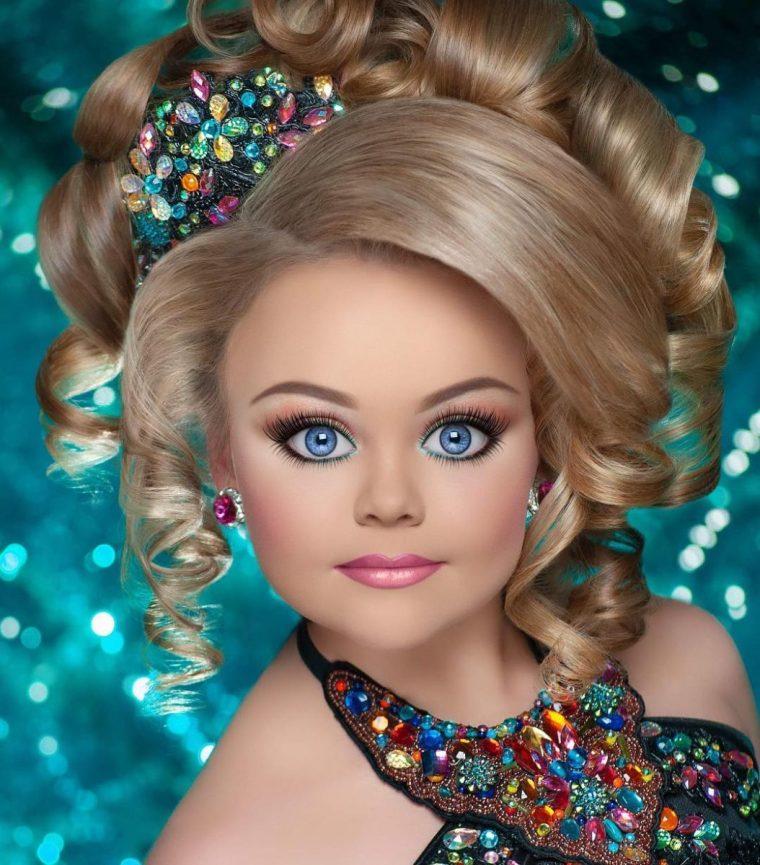 Така изглеждат победителките в детски конкурси за красота - а ето ги и без тоновете грим (СНИМКИ) 57