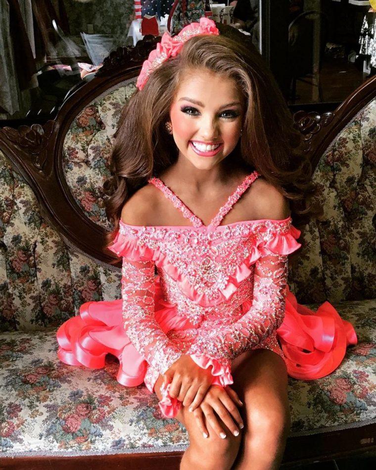 Така изглеждат победителките в детски конкурси за красота - а ето ги и без тоновете грим (СНИМКИ) 61