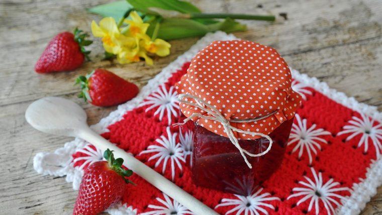 Малко ягоди и малко захар и хоп - любимо сладко от ягоди на децата 8