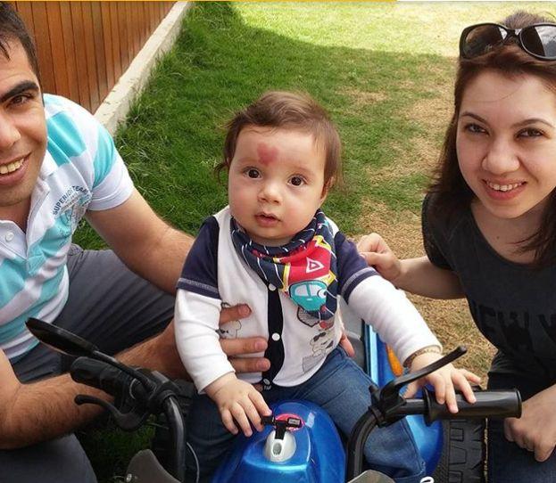 Акушерка взе бебето в ръцете си и огледа лицето му, и остана със зяпнала уста 59