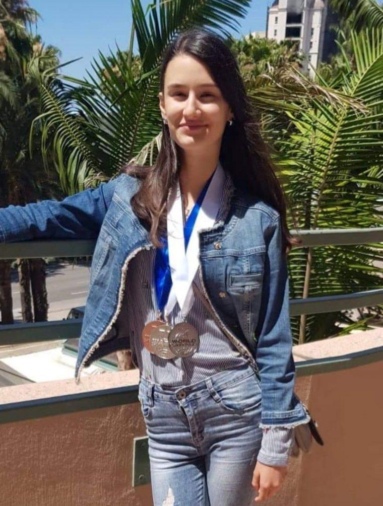 15-годишна българка с три медала от голям световен конкурс в Холивуд 55