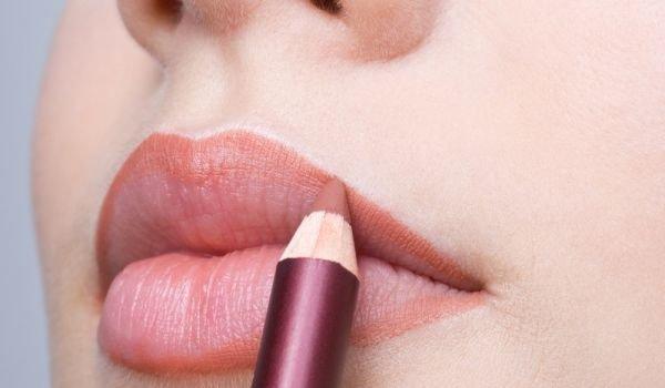 Трикове за нанасяне на молив за устни