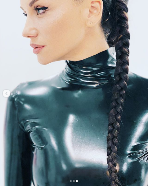 Диляна Попова конкурира по красота всички родни звезди с уникални снимки 33